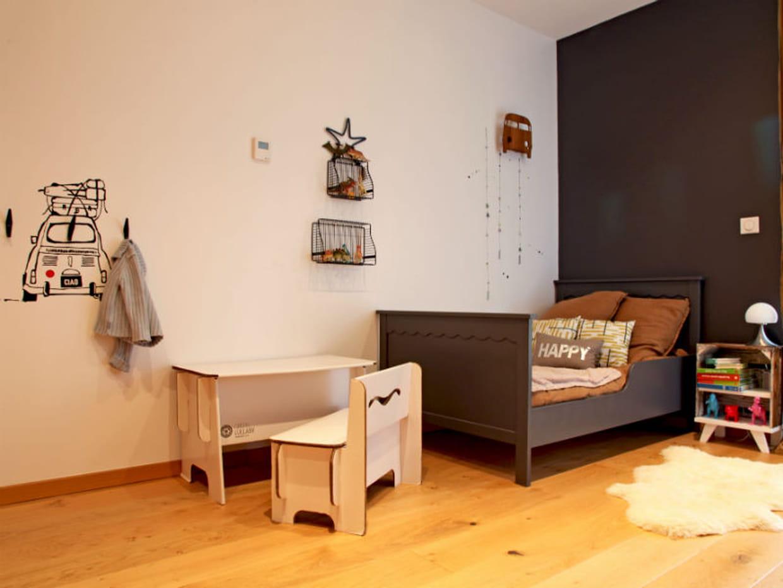 une chambre de petit homme. Black Bedroom Furniture Sets. Home Design Ideas