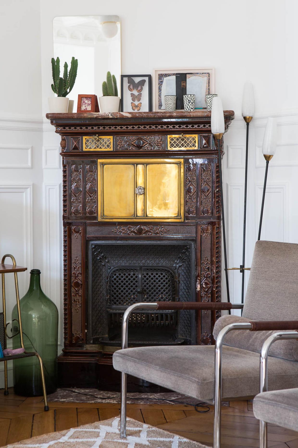 zoom sur le po le prussien d 39 origine. Black Bedroom Furniture Sets. Home Design Ideas