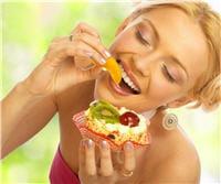 l'alimentation contient des vitamines et des nutriments essentiels