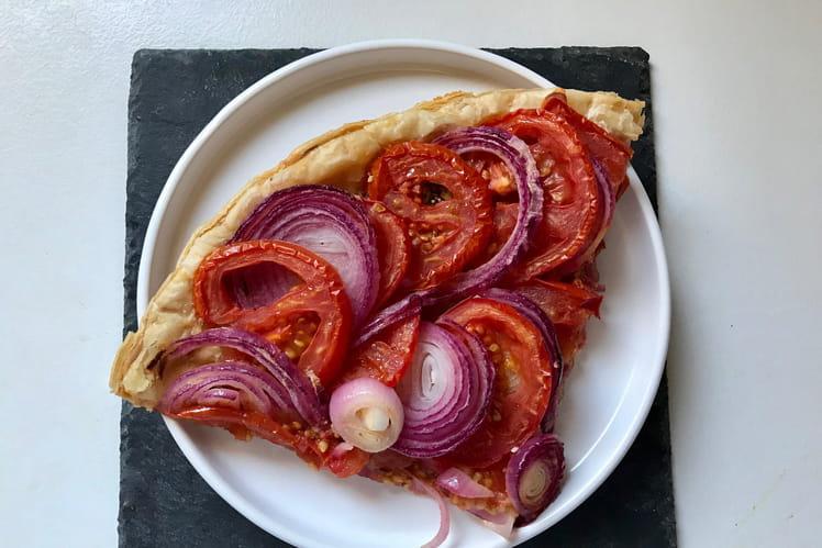 Tarte tomates-oignons rouges et moutarde à l'ancienne