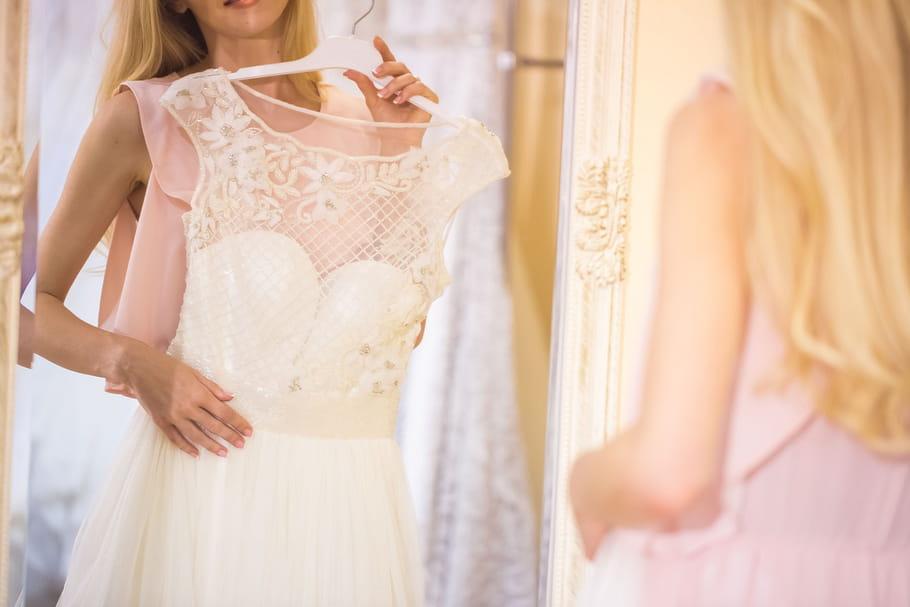 Comment les futures mariées choisissent-elles leur robe?