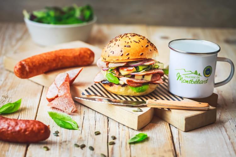 Burger comtois à la saucisse de Montbéliard