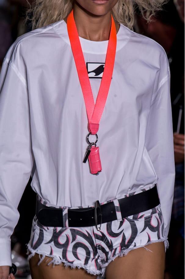 Le collier cordon porte-clefs du défilé Alexander Wang