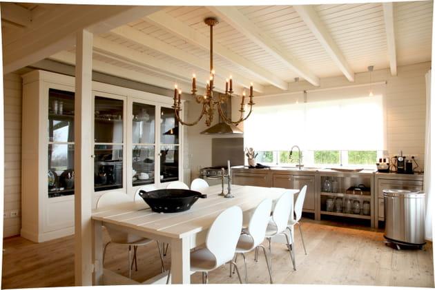 une cuisine chaleureuse. Black Bedroom Furniture Sets. Home Design Ideas