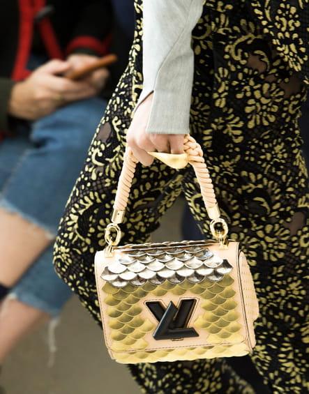 Le sac écailles de poisson du défilé Louis Vuitton