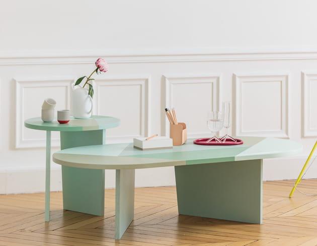 Une table basse colorée