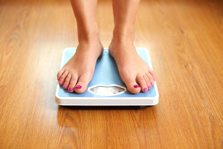 Se peser tous les jours: une bonne idée pour perdre du poids?