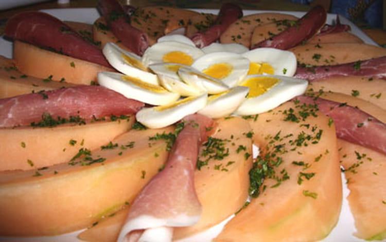 Recette de melon au jambon de parme la recette facile - Melon jambon cru presentation ...