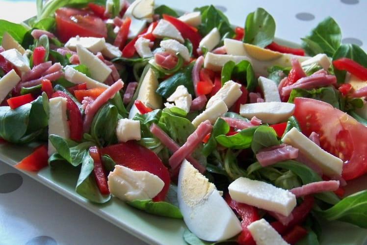 Salade d'été au jambon et mozzarella