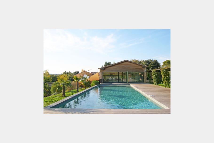 une maison ouverte sur la piscine piscine des exemples de bassins qui font r ver journal. Black Bedroom Furniture Sets. Home Design Ideas