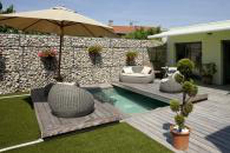 Mini Piscine Petit Jardin petite piscine de ville qui se referme