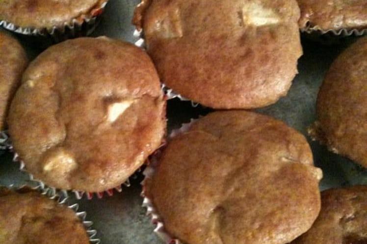 Muffins aux pommes, fromage frais et cannelle