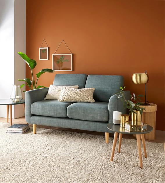 Un canapé en tissu gris