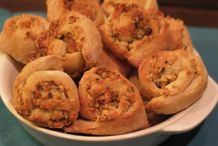 Bouchées à l'ail, pignons, thym et parmesan