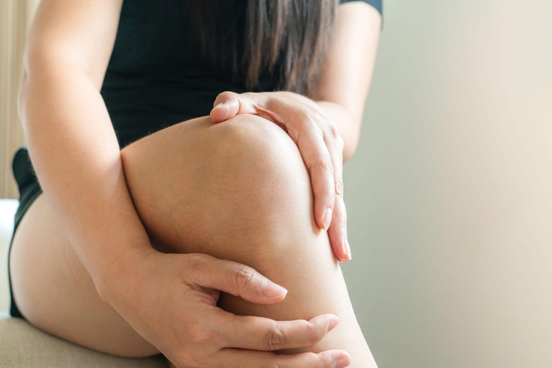 Subluxation du genou: symptômes, durée et traitements