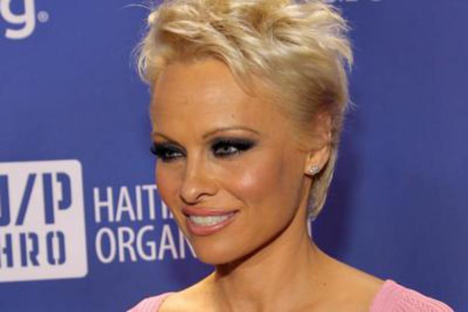 Pamela Anderson fait du caritatif sur La Croisette