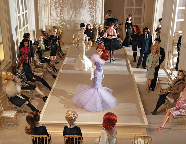 """Vitrine de l'exposition """"Barbie au Musée des Arts Décoratifs"""""""
