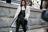 Comment porter la salopette en gardant une silhouette féminine?