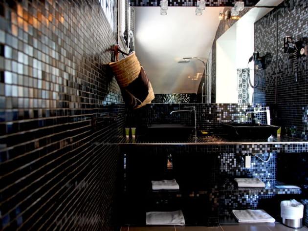 Une mosaïque noire lumineuse