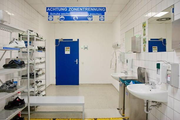 Dans l'usine, des règles d'hygiène strictes