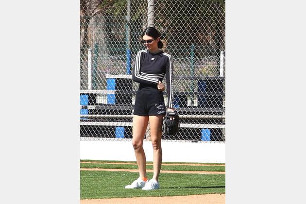 Kendall Jenner en total look adidas