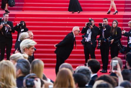 Jean Paul Gaultier salue les photographes