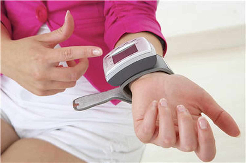 Utiliser un tensiomètre à domicile: pourquoi? Comment?