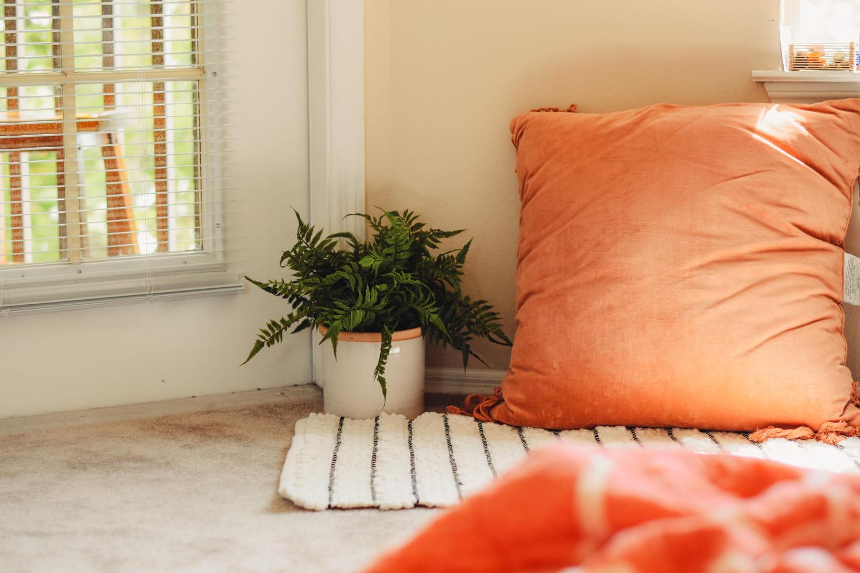 Déco orange: comment l'utiliser et quelles couleurs lui associer?