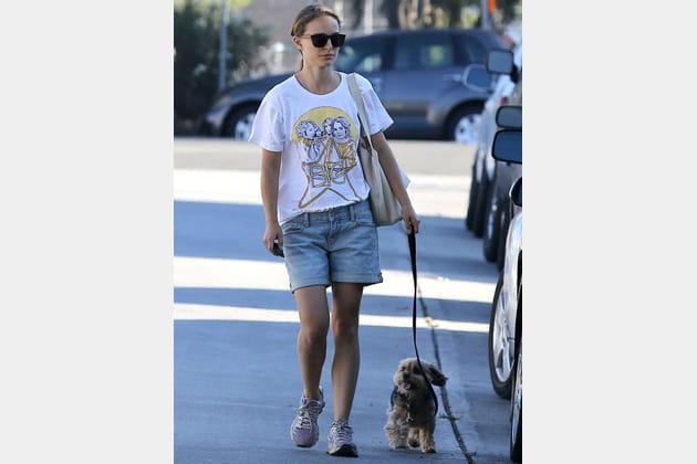Nathalie Portman avec son chien à Los Angeles