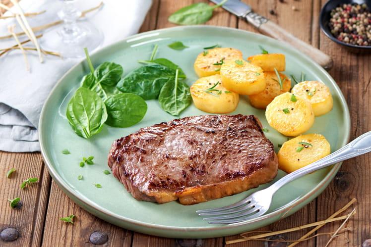 Faux-filet fumé au foin et ses pommes de terre confites