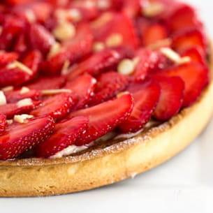 ma tarte aux fraises crèmes d'amandes et pâtissière