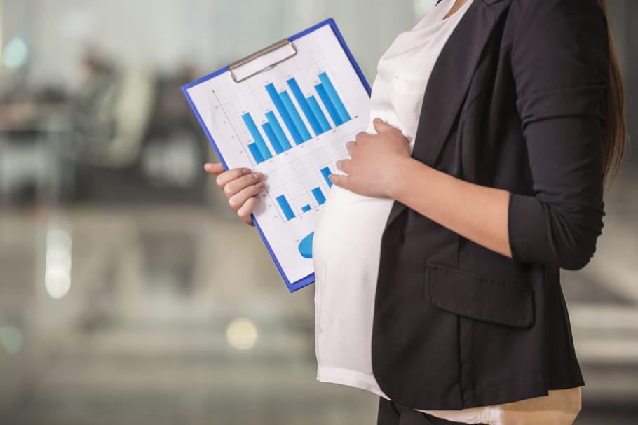 Les salaires des femmes baissent après le premier enfant