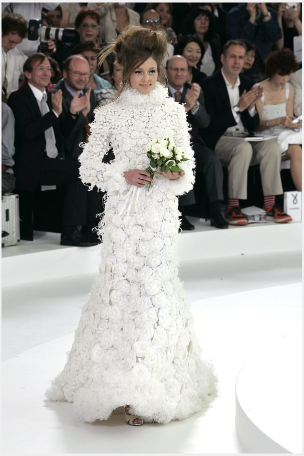 La robe de mariée camélia du défilé haute couture automne-hiver 2005-2006