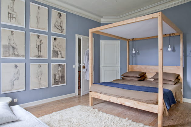 Tête de lit en bois comme un baldaquin