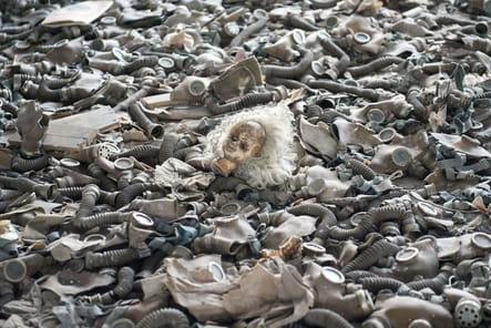 Une poupée dans les décombres de Prypyat