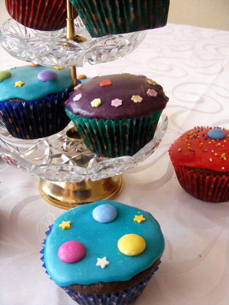 Recette de cupcakes au chocolat tr s color s la recette facile - Recette de cupcake facile ...
