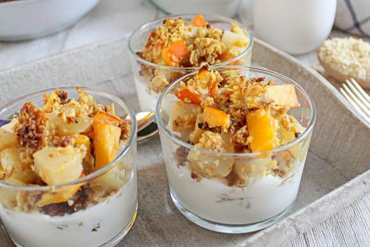 Parfaits de crumble poire et kaki aux épices et flocons de céréales (sans gluten)