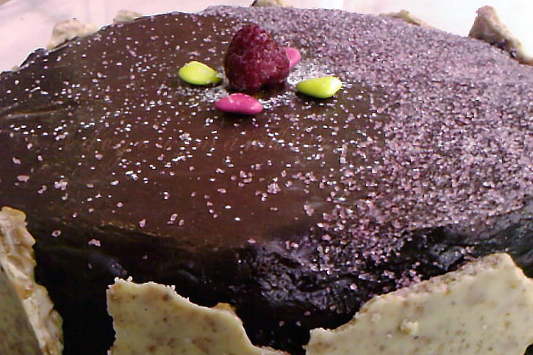 Gâteau au chocolat et aux fruits exotiques
