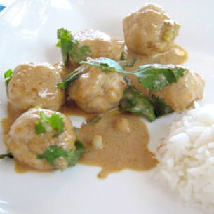 curry rouge de boulettes de poisson
