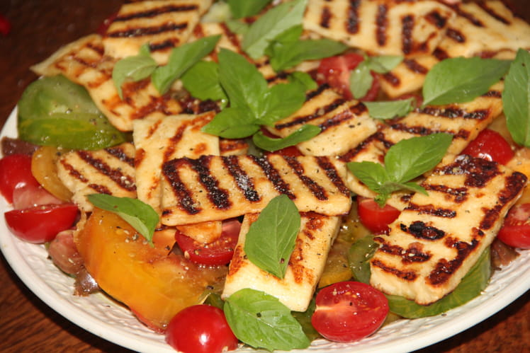 Salade tomates multicolores et halloumi