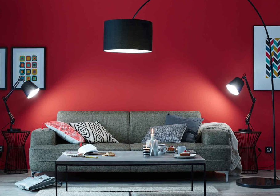 un salon rouge moderne des couleurs chaudes sur les murs du salon journal des femmes. Black Bedroom Furniture Sets. Home Design Ideas