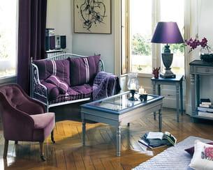 un salon prune. Black Bedroom Furniture Sets. Home Design Ideas
