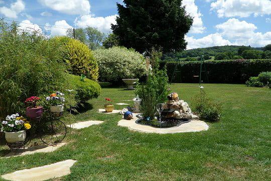 Un jardin baignant dans la lumi re for Yolande dujardin