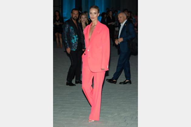 Rosie Huntington-Whiteley au défilé Versace