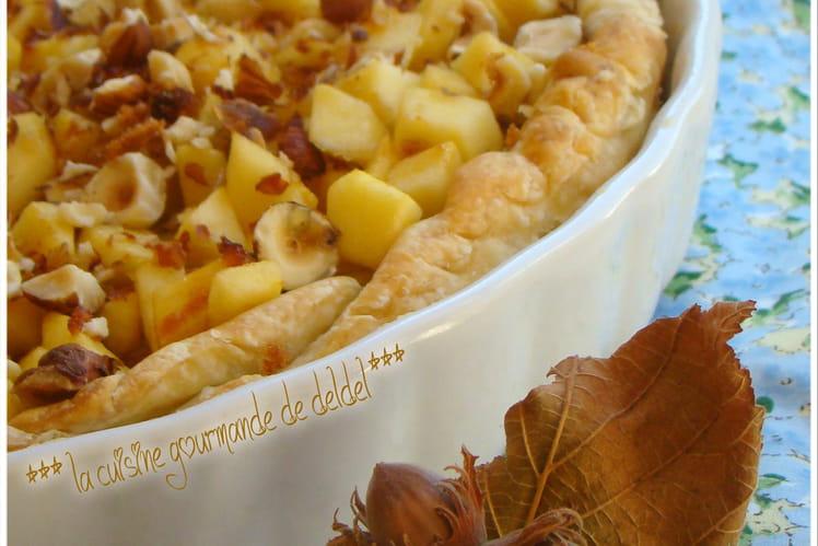 Tarte à la rhubarbe, brunoise de pommes et noisettes