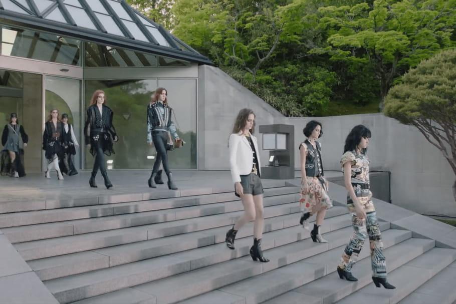 Louis Vuitton et sa collection Croisière 2018, le défiléau Japon