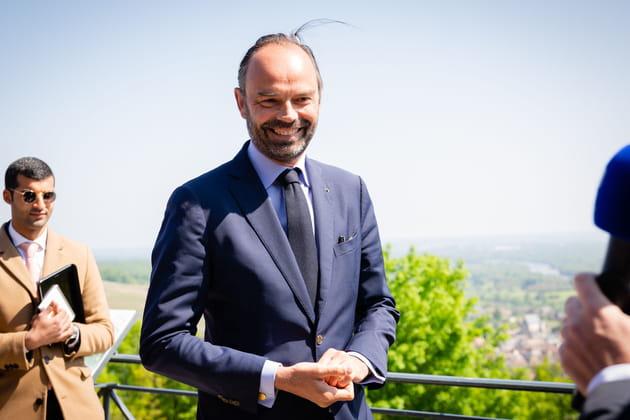 Edouard Philippe cheveux aux vent