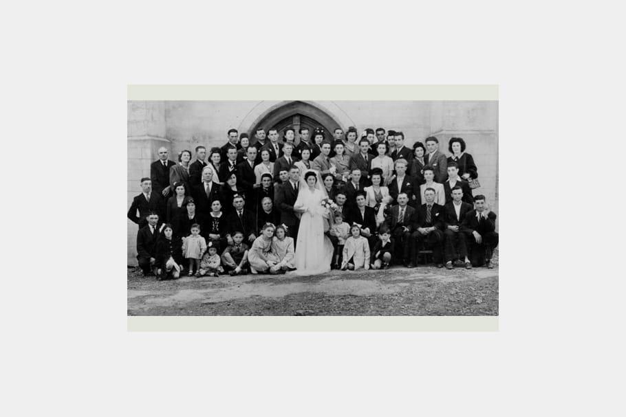 Traditionnelle photo de groupe a quoi ressemblaient nos mariages autrefois journal des femmes - 35 ans de mariage noces de quoi ...