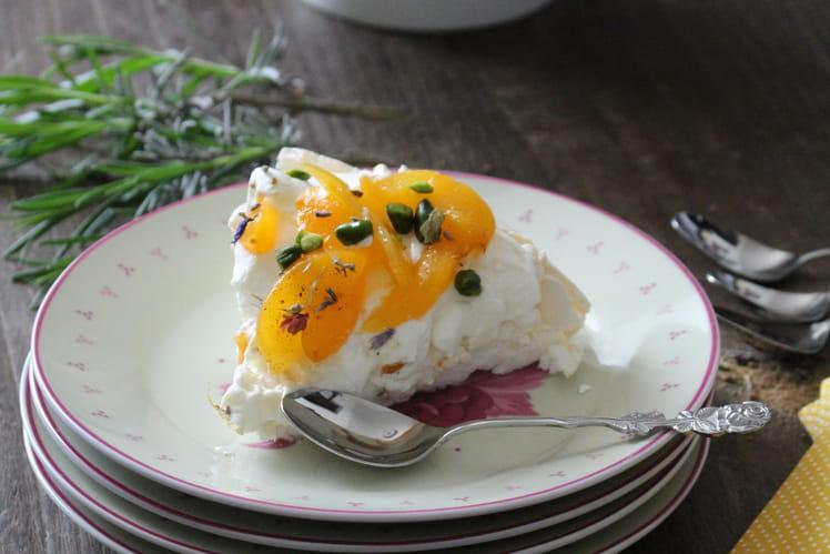 Pavlova abricots-pistaches et sucre roux lavande et fleurs