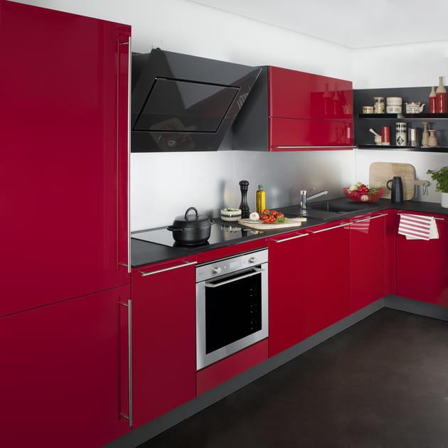 Quelle couleur au mur avec une cuisine rouge grise et inox